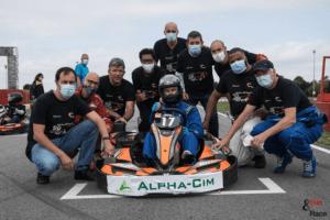 Equipe de karting en noir